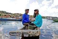 Pescadores de Itaparica recebem lanternas mar�timas e DAP