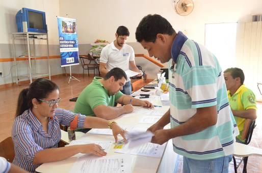 Pescadores de Cachoeira s�o cadastrados em programas sociais