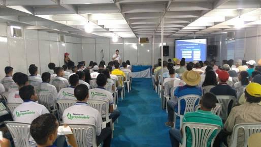 Produtores de Itapetinga recebem peixes e curso de piscicultura